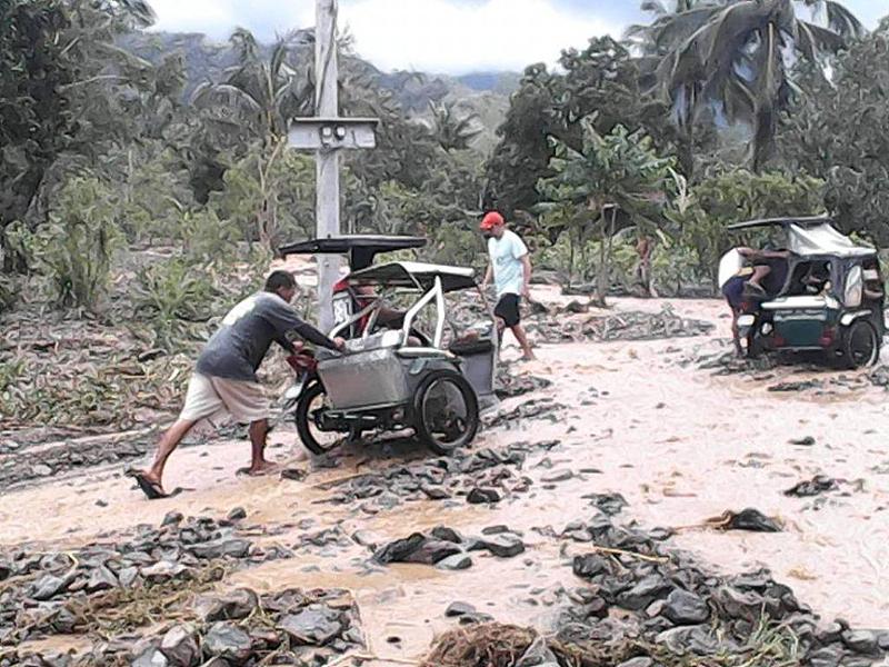 フィリピン台風被害の復興支援を開始します。 <br>年内1,000ドル(約12万3,000円)の寄付を目標