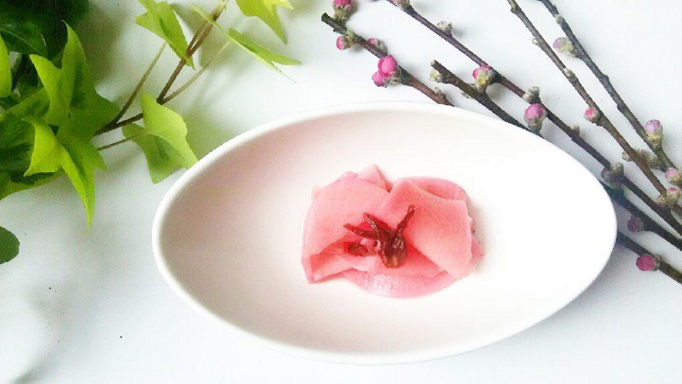 お花見にピッタリ!きれいな桜色のお漬物レシピ<br>大根のハイビスカス千枚漬け