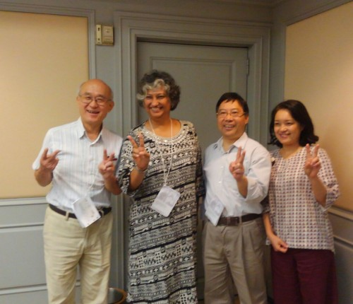 (写真左から)渡辺龍也氏(東京経済大学教授/日本フェアトレード・フォーラム理事)、アンジャリ・シアヴィナ氏(マンダラ・アパレルズ代表)、アントニー・チウ氏(香港フェアトレード・パワー ディレクター)、リー・ミーヨン氏(フェアトレード・コリア CEO)