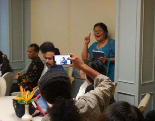 会場の参加者からも積極的な質問や意見が。