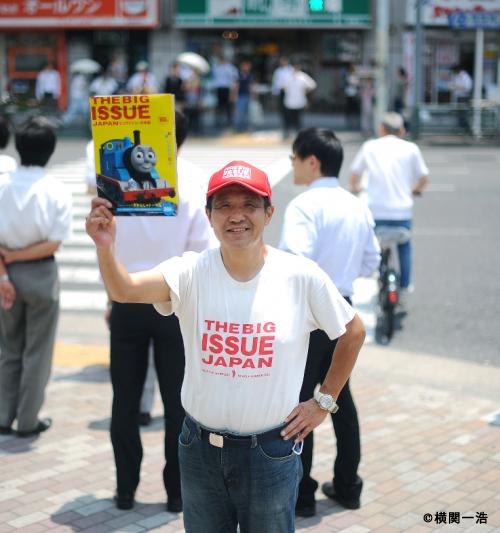 【寄稿】フェアトレード・オーガニックコットンのTシャツに支えられて『ビッグイシュー日本版』は14周年を迎えました。